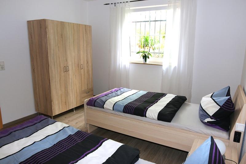 Ferienwohnung Monteurwohnung Mohr Einhausen Schlafzimmer 01 Bild 2